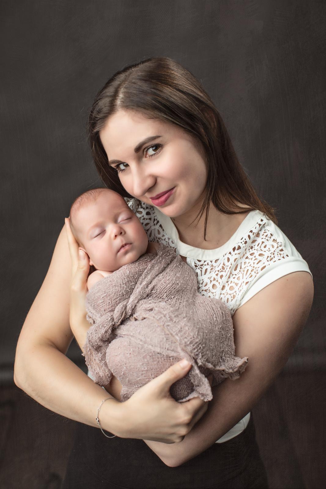 Mom and newborn Portrait